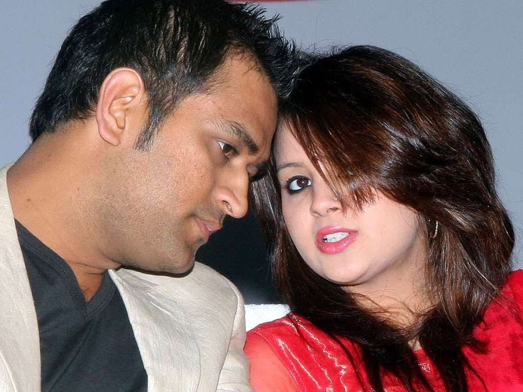 Dhoni's wife Sakshi Supported Team India after defeat in WC 2015