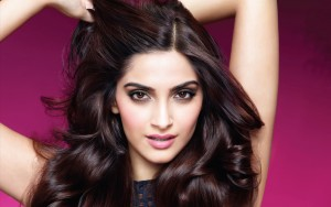 Star actress Sonam Kapoor Suffering from swine flu virus undergo treatment