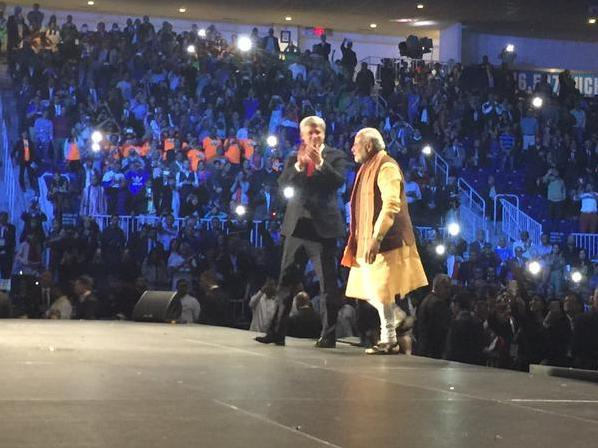 PM Modi And Stephen Harper Arrive In Torronto