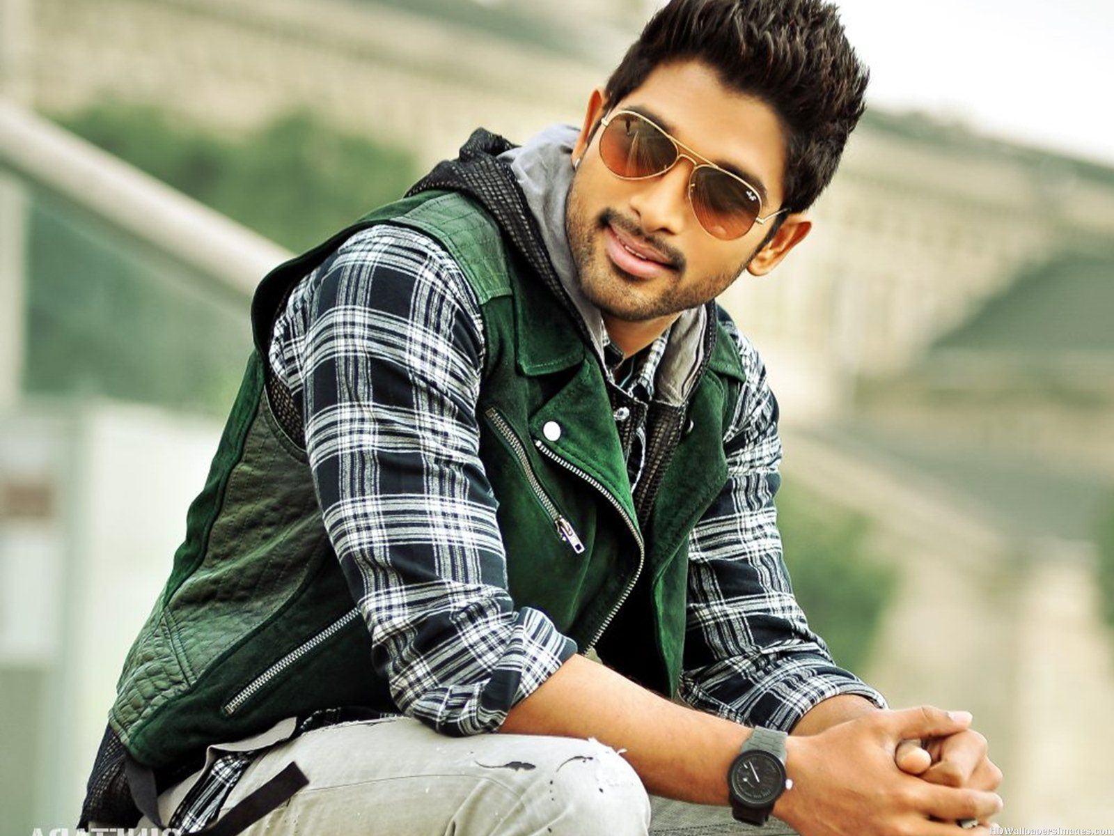 Happy birthday Allu arjun Telgu Movie Actor turns 33 Years old Today