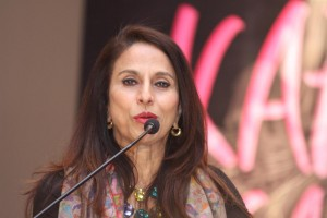 Shobhaa De Protested By Shiv Sena From Outside Her House