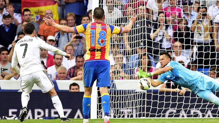 Real Madrid & Valencia Clubs Play to 2-2 Draw in La Liga Match at Santiago Bernabeu