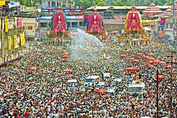 http://dekhnews.com/wp-content/uploads/2015/07/Rath-Yatra-Car-Festival-2015-Photos-Images-Pics-Wallpapers.jpg