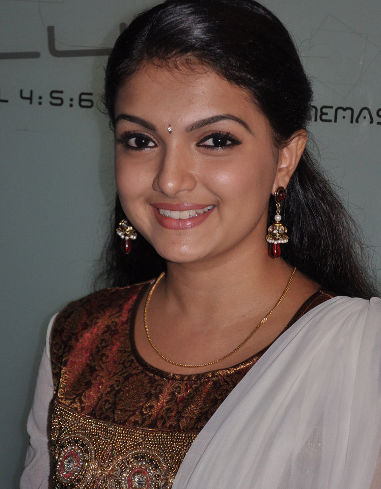 Southern Actress Saranya Mohan Is Ready To Marry With Her Boyfriend