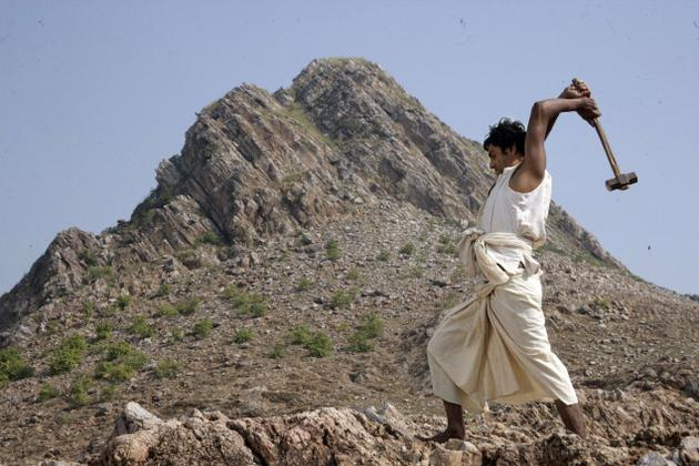 watch Manjhi - The Mountain Man Official Hd Trailer video Out now