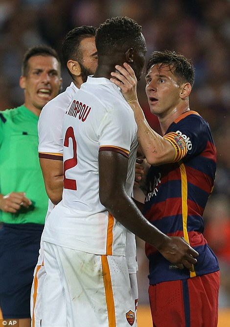Lionel Messi Headbutts Mapou Yanga Mbiwa In Barcelona Roma Friendly Match