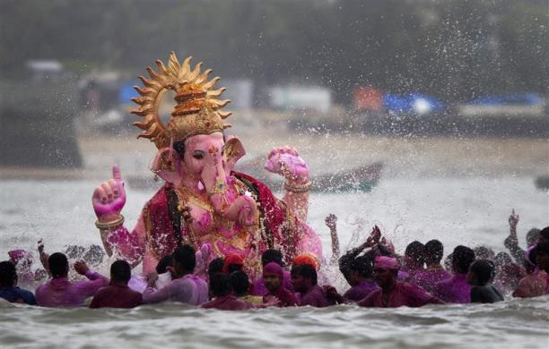 Ganesh Chaturti Alvida Photos Images