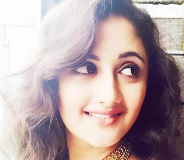 big boss 9 contestants rashami desai