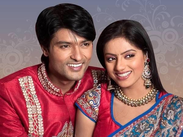Bhabho Sends Sandhya & Sooraj For Outing! Diya Aur Baati Hum 9th November 2015