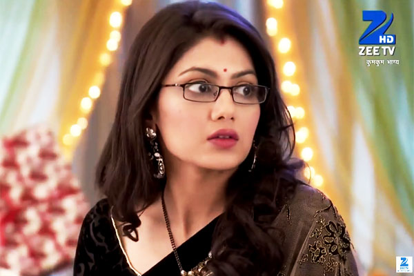 Zee TV Kumkum Bhagya 10th December 2015 Episode Pragya Slaps Purab