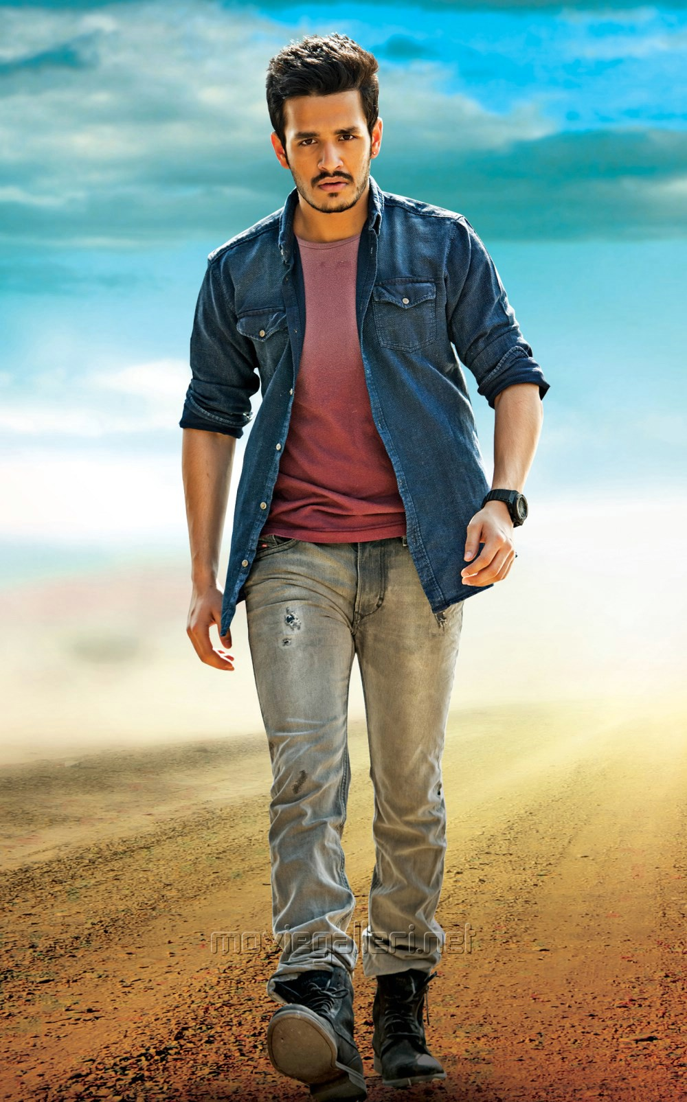 Telugu Akhil Movie Review Rating 1st Day Box Office Collection
