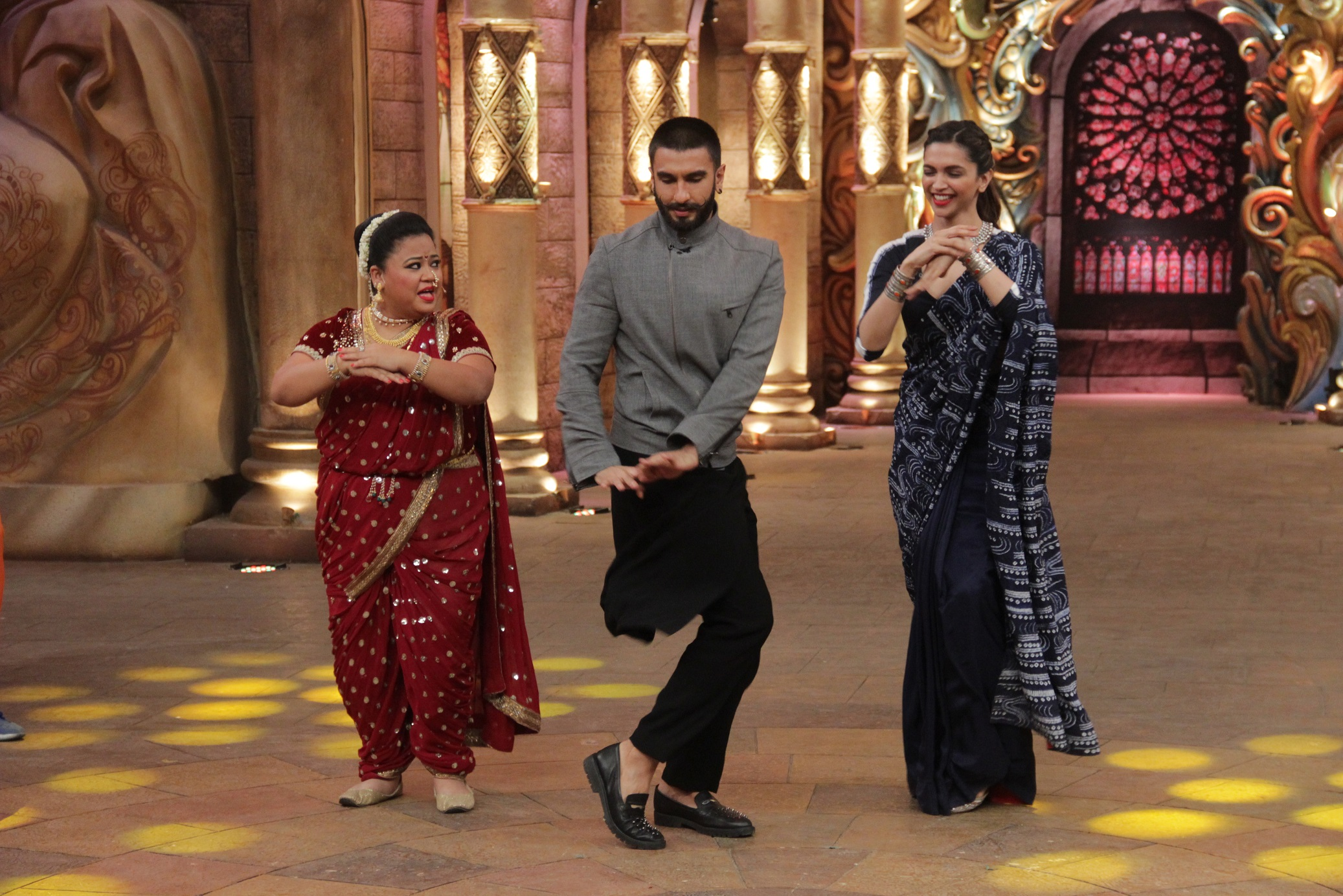 CNB Comedy Nights Bachao 19th December 2015 Episode Guests Ranveer Singh & Deepika Padukone