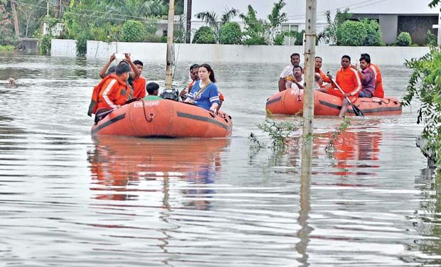 Live Updates Chennai Floods : Lifeline Of the City Stopped Due To Nonstop Rain