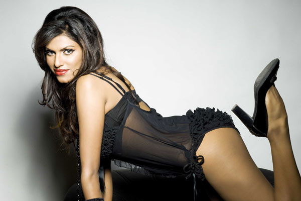 hot Giselle Thakral Photos