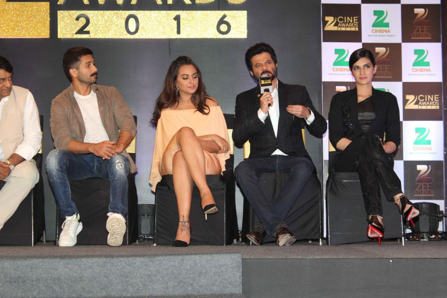 1454662128_zee-cine-awards-2016-indias-first-integrated-national-award-cinema-will-introduce-jury