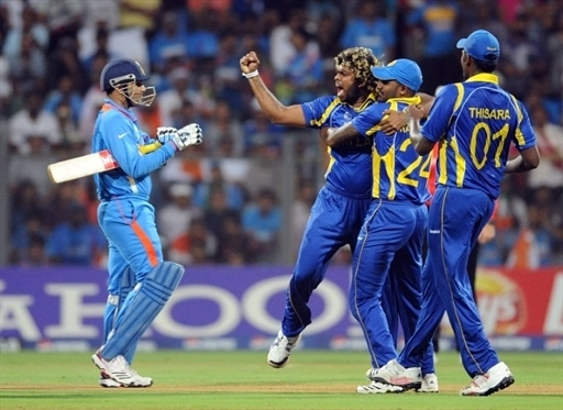 Sri Lanka bowler Lasith Malinga (2nd L) celebrates the wicket of Indian batsman Virendra Sehwag (L) with teammates during the ICC Cricket world Cup final match between India and Sri Lanka at The Wankhede Stadium in Mumbai on April 2, 2011. AFP PHOTO / Prakash SINGH