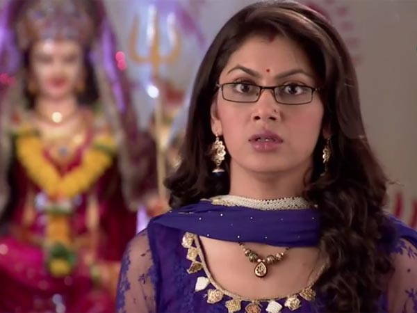 Pragya Shocked To See Nikhil In Burkha! Kumkum Bhagya 14th March 2016 Episode Written Updates