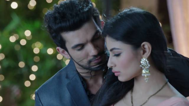 Ankush tells his goons to kill Rithik! Naagin 12th March 2016 Episode Written Updates