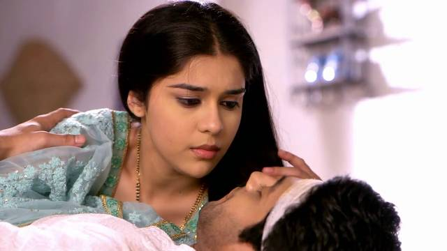 Dhaani Writes Viplav's Name In Mahendi! Ishq Ka Rang Safed 14th March 2016 Episode Written Updates