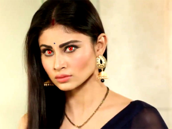 Yamini shocked to see Shivanya in half nagin! Naagin 19th March 2016 Episode Written Updates
