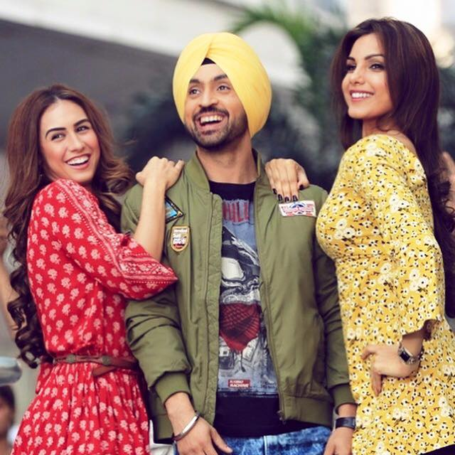 Diljit-with-female-stars-of-ambarsariya
