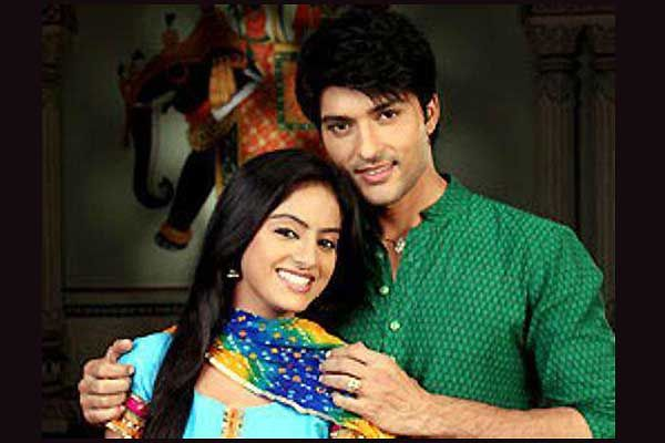 Arzoo sees Sandhya and gets tensed! Diya Aur Baati Hum 11th March 2016 Episode Written Updates