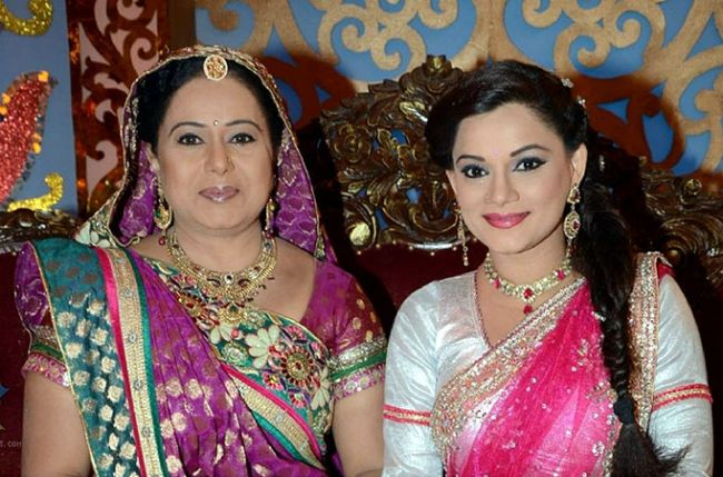 Bhabho praised Meenakshi! Diya Aur Baati Hum 15th March 2016 Episode Written Updates