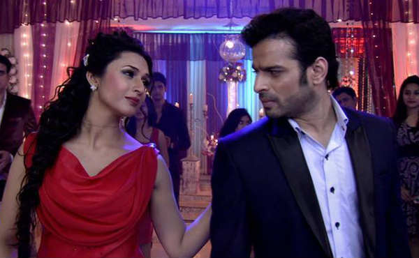 Nidhi stares at Raman! Yeh Hai Mohabbatein 12th March 2016 Episode Written Updates