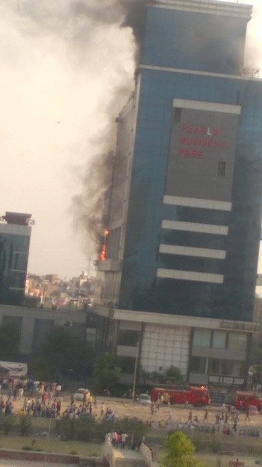 Fire Catch in Pearls Bussiness Park And Krishna Apra Building in Netaji Subhash Palace Pitam Pura