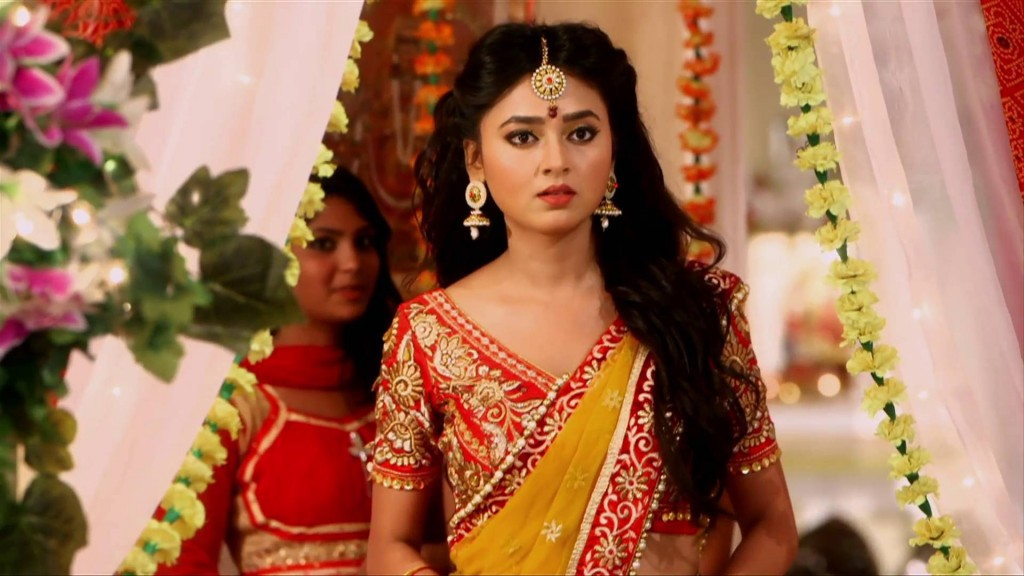 Parineeta faints during dance! Swaragini 11th April 2016 Episode Written Update