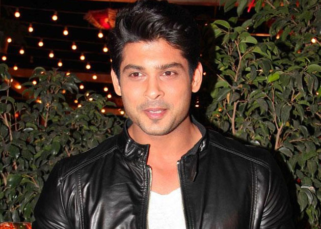 Siddharth Shukla DENIES Dating Akanksha Puri