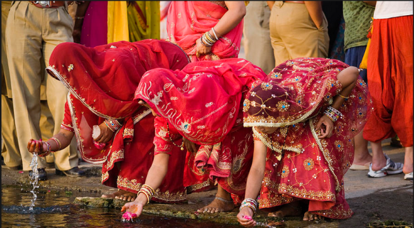Womens-With-Colorful-Dresses-In-Mewar-Festival