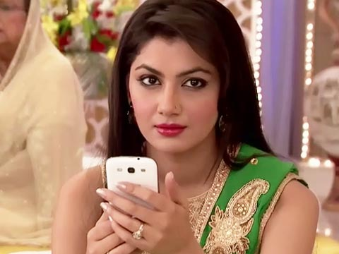 Sarla kicks Nikhil with her leg! Kumkum Bhagya 7th April 2016 Episode Written Updates