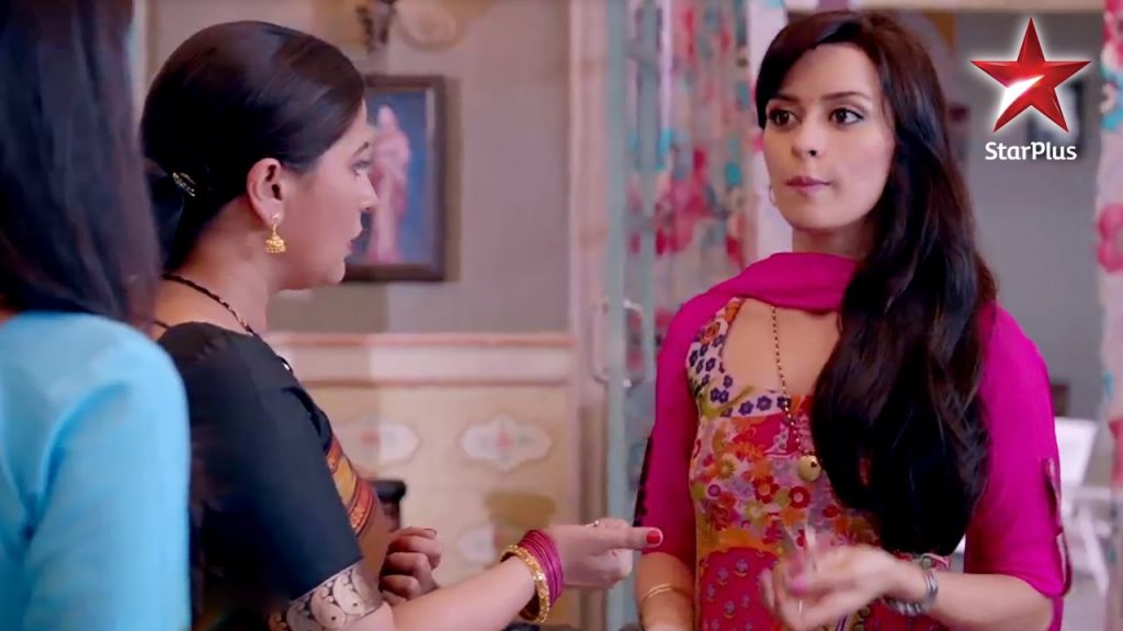 Kaushalya gives food to Riya! Mere Angne Mein 30th April 2016 Episode Written Updates