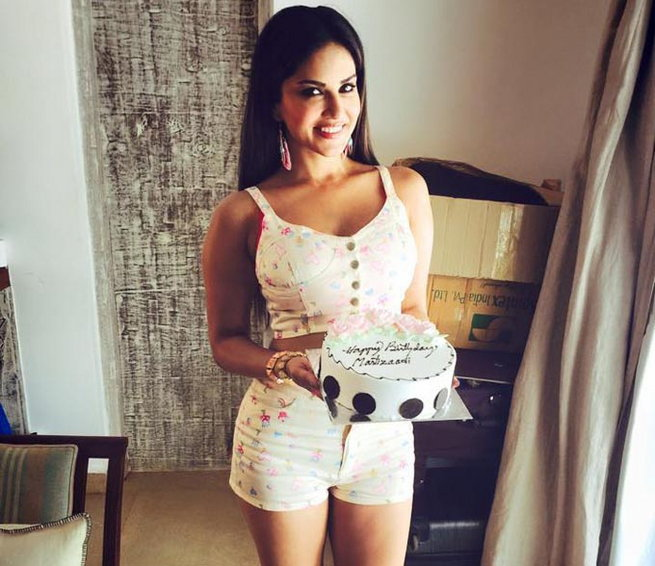 Birthday Cake Images With Name Sunny : Happy Birthday to the Baby Doll of Bollywood Sunny Leone ...