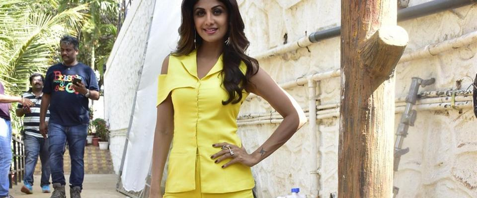 Shilpa-Shetty-photo-shoot-for-India's-Super-dancer-show-(22)