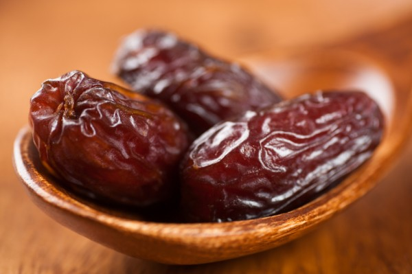The-amazing-health-benefits-of-eating-dates-3-times-a-day-600x399