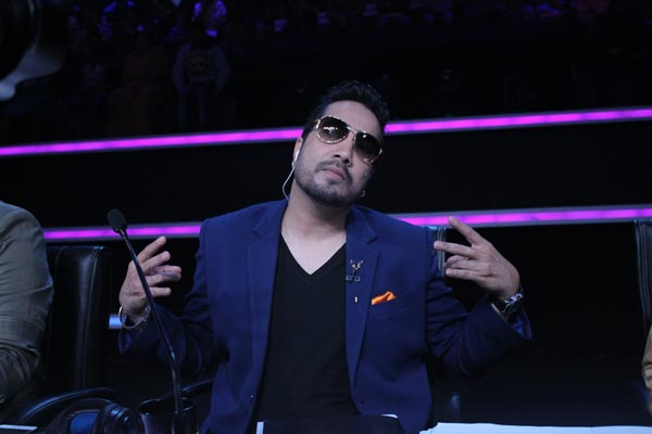 Sa Re Ga Ma Pa 7th May 2016 Episode! Mika Singh Pays Tribute To Amitabh Bachchan