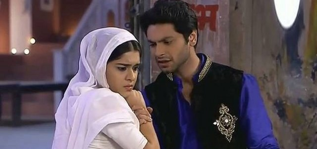 Kamini flirting with Viplav! Ishq Ka Rang Safed 6th May 2016 Episode Written Update