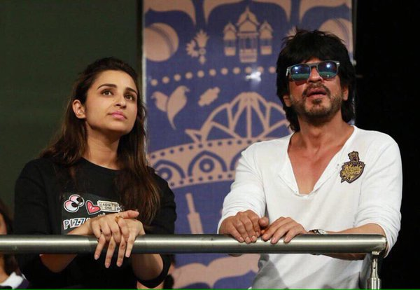 parineeti-and-shah-rukhs-at-eden-gardens-at-the-ipl-match