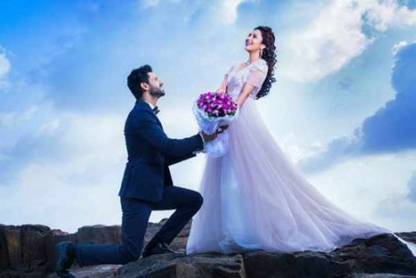 Divyanka Tripathi and Vivek Dahiya look straight out of a fairytale in this pre-wedding snap