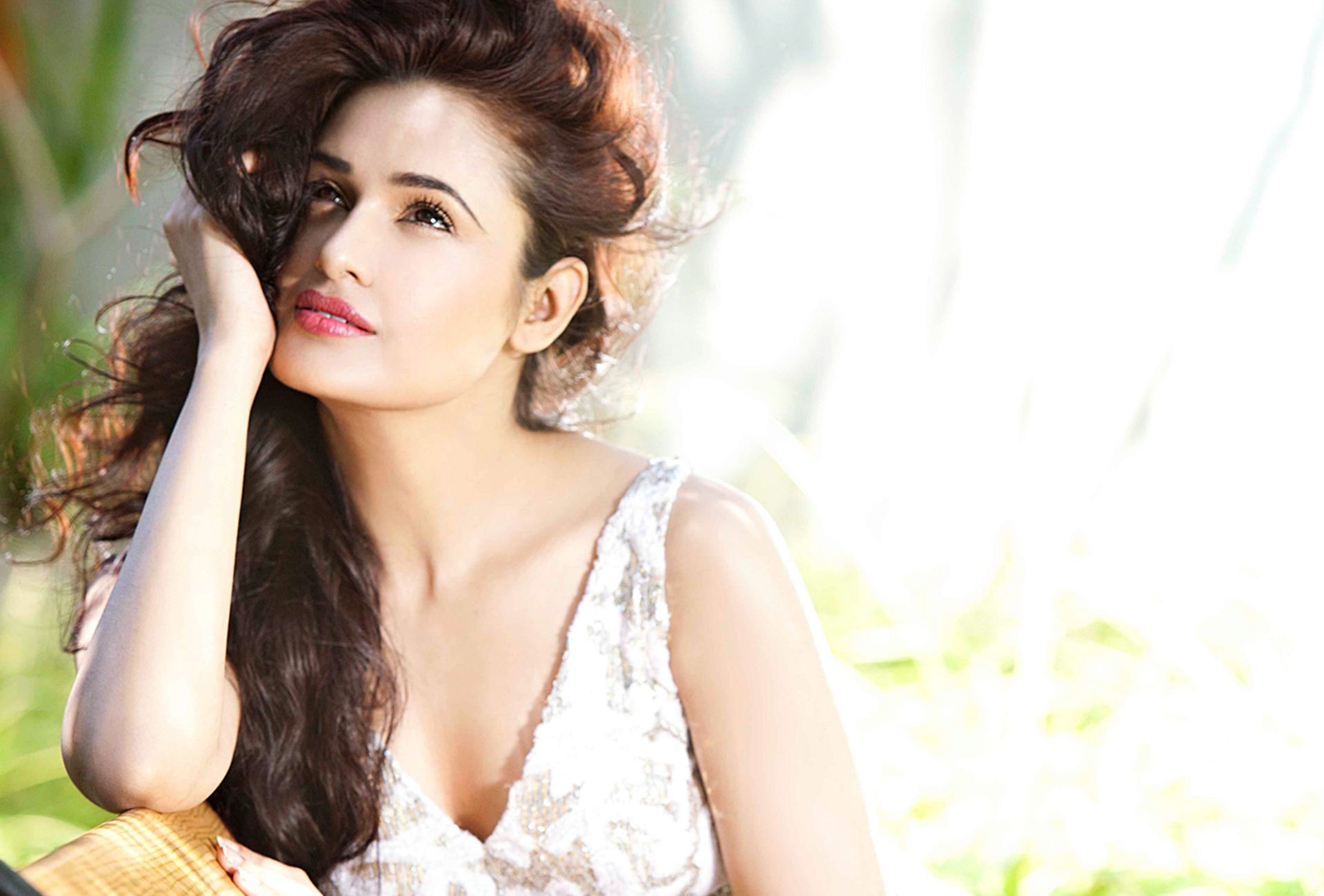 Yuvika-Chaudhary-Beautiful-Wallpaper