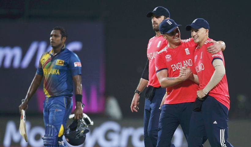 Cricket - Sri Lanka v England - World Twenty20 cricket tournament - New Delhi, India, 26/03/2016. England's players celebrate past Sri Lanka's captain Angelo Mathews (L) as they walk off the field after winning their match. REUTERS/Adnan Abidi