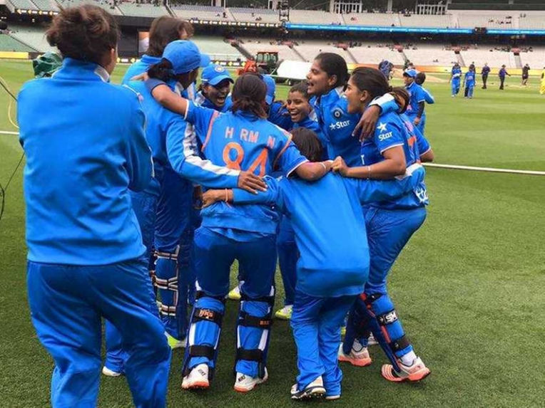 indian-women-team-australia-2901