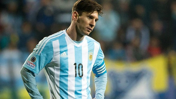 sad-lionel-messi-refuses-copa-america-mvp-after-losing-finals-e1436199466201