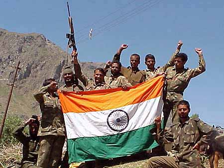 KAS05:KASHMIR:MUSHKOH,INDIA,9JUL99 - Indian soldiers pose with their national tri-colour after they captured post number 4825 in Mushkoh July 9. India's army said that it had made substantial advances against infiltrators on its side of the military control line in the Kashmiri mountains, but intense fighting was still going on. The death toll in the battle on both sides had risen to nearly 1,000 since India launched its biggest offensive in Kashmir two months ago. (INDIA OUT NO ARCHIVE NO RESALES) kk/DIGITAL/Photo/Str REUTERS