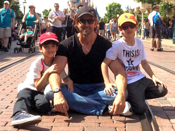 25-1469426021-10-adorable-pics-of-hrithik-roshan-with-his-children7