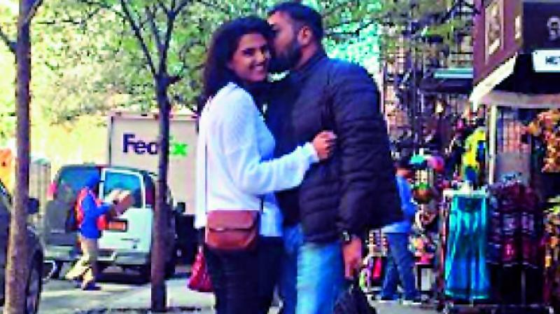 Anurag Kashyap lands a kiss on his 'rumoured' girlfriend's cheek, picture goes viral1