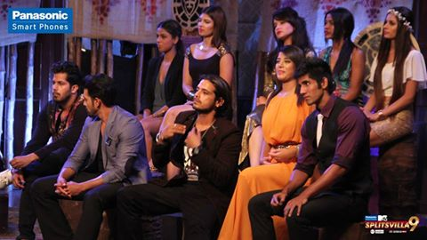 Aww Martina steps down from her throne for Varun