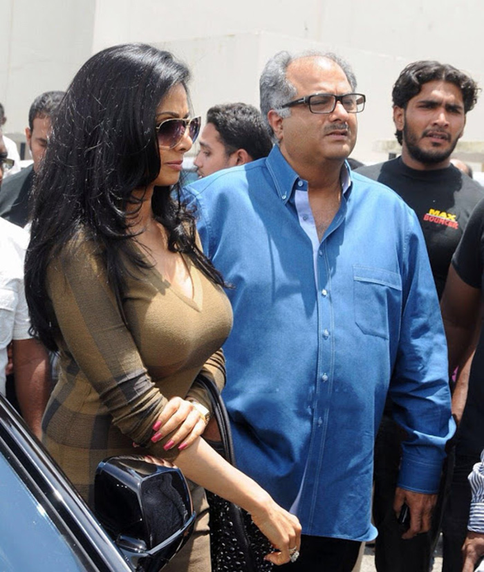 Sridevi grabs attention with her unusually 'enhanced' self